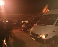 wizyta perezydenta,nasz bus i samolot prezydencki w tle:)